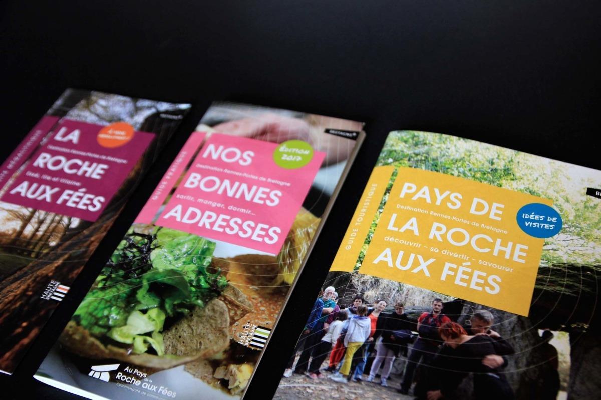 Photo couvertures brochure tourisme au pays de la Roche aux Fées